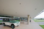 Brasilia-Palace: pilote-elevation before main-entrance 2