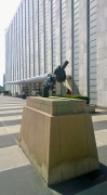 UN-Headquarters: General Assembly Building with Non-Violence sculpture