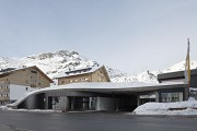 Arlberg1800: right beside the entrance there is a basement-garage