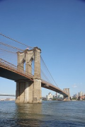 Brooklyn Bridge: Manhattan-view from East River Bikeway