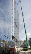 EPO - European Patent Office: south-eastern façade, truck-mounted crane