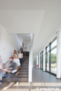Philosophikum II: lobby, staircase with people (photo: Haas)