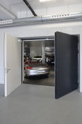 Porsche Center Mannheim: basement exhibition access