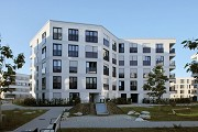 Colmdorf-Street, Munich-Aubing: residential quarter courtyard towards south