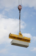Rhine-boulevard: a vacuum-carrier is lifting the precast-elements 1