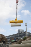 Rhine-boulevard: a vacuum-carrier is lifting the precast-elements 2