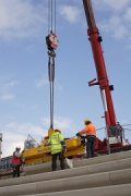 Rhine-boulevard: a vacuum-carrier is lifting the precast-elements 5