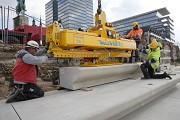 Rhine-boulevard: a vacuum-carrier is lifting the precast-elements 7