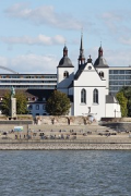 Rhine-boulevard: frontal river-side view, chapel zoom
