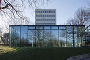glass-cladded textile-concrete pavillon: Northern view