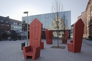 St. Leonhard-extension: square, canteen and concrete-thrones